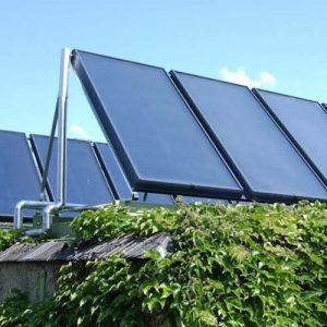 Heizbaer Solarenergie - Solarpanele auf dem Dach.