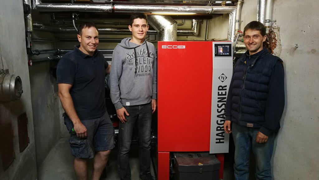 Heizung-Heizbaer-mit-Harald-Grabner-und-Familie-Piringer-Hackschnitzelheizung-Hargassner-Eco-HK-90Kw