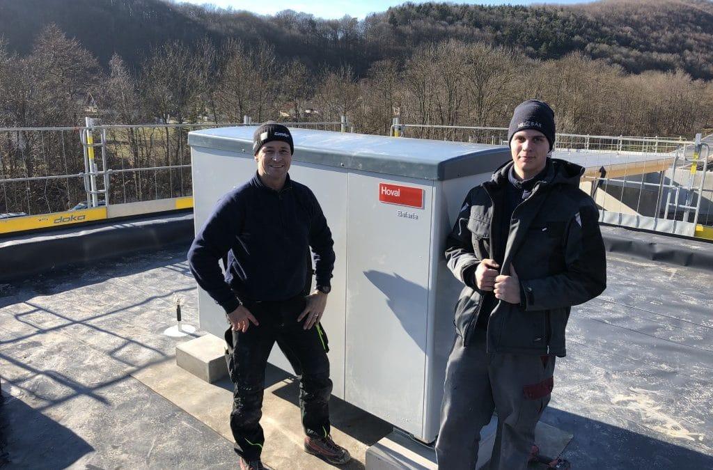 Heizbär installiert Hoval Wärmepumpen Heizung für Feuerwehr und Bauhof in Alland