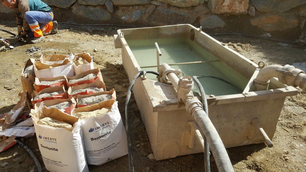 Wassertank für die Anmischung von Betonit bereit
